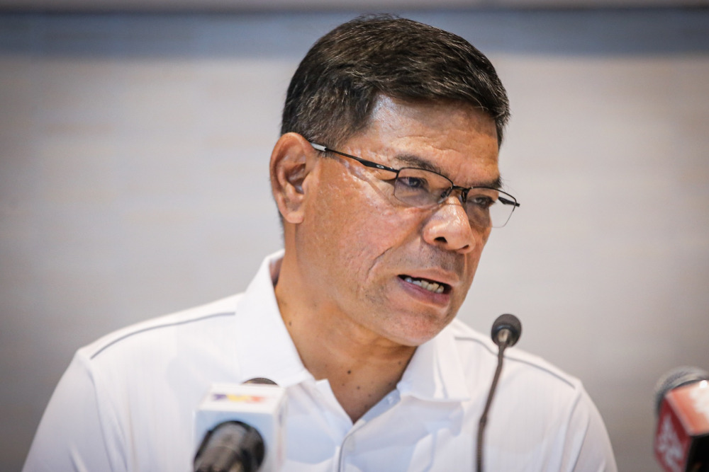 Datuk Seri Saifuddin Nasution Ismail said such an efficient delivery system was important because the e-commerce platform could bypass the conventional business network which normally involved high costs of workers' salary, utilities and delivery. — Picture by Hari Anggara