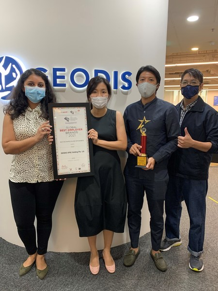 "GEODIS wins the ""Best HR Strategy In Line With Business"" in Asia-Pacific. In picture (from left to right): Shweta Navani, Anne Tan, Marc Khoo, Joel Shoo."