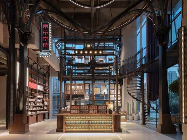 在宁波万达美华酒店|京东京造酒店大堂空间里,叠加了京东京造新零售的消费场景。