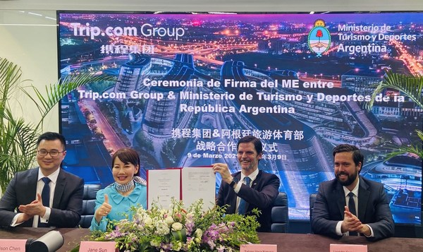 Jane Sun, CEO of Trip.com Group, and Edison Chen, Trip.com Group Overseas Destination Marketing and Government Relations Director, at the MOU signing ceremony with Sabino Vaca Narvaja, Argentine Ambassador to China, and Leandro Compagnucci, the Head of the Argentine Investment Office
