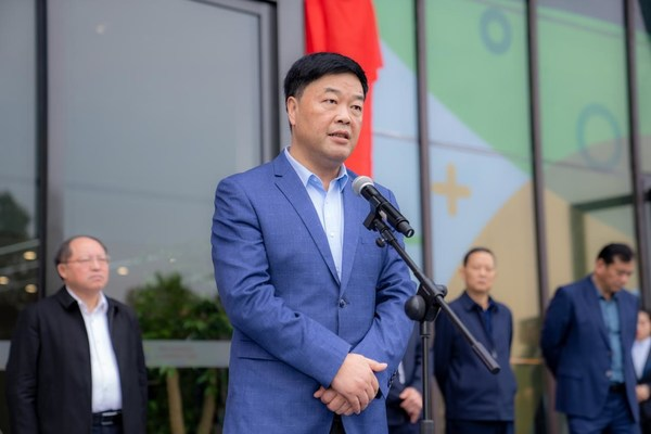 颐高集团董事长翁南道